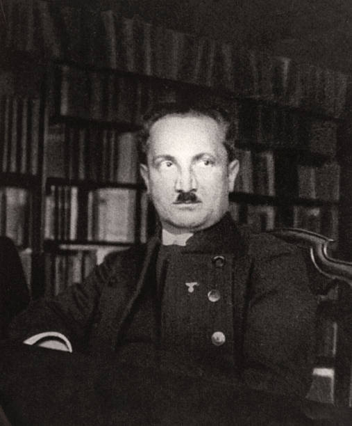 Martin-Heidegger-526191544-612x612.jpg